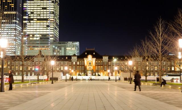 東京駅正面(夜景)の写真