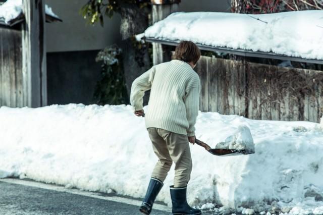 雪かきおばちゃんの写真
