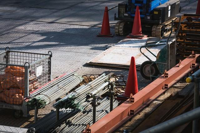 工事現場の資材置き場の写真