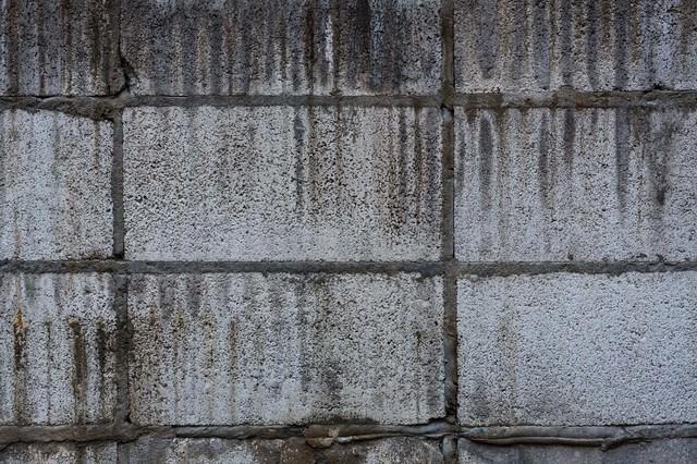 汚れたブロック塀(テクスチャー)の写真