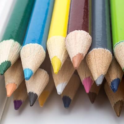 「色鉛筆の束」の写真素材