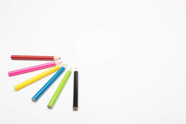 色鉛筆とホワイトスペースの写真