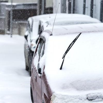 「車に雪が積もる」の写真素材