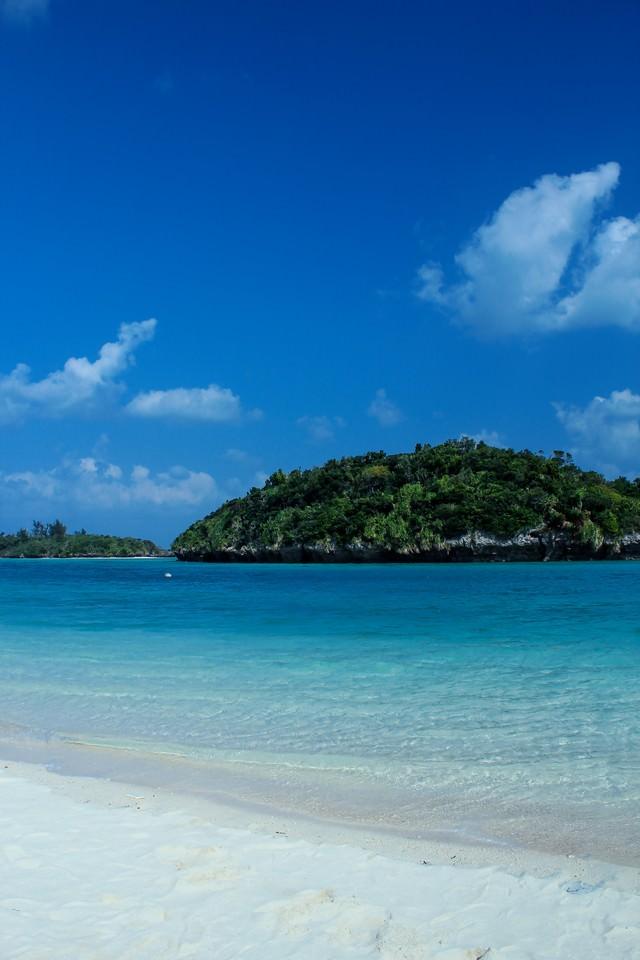 沖縄の青い海の写真