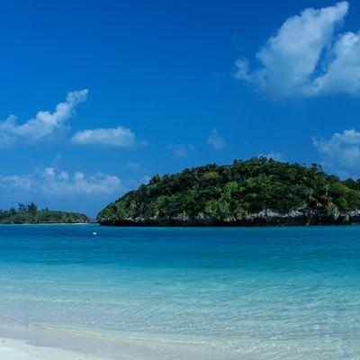 「沖縄の青い海」の写真素材