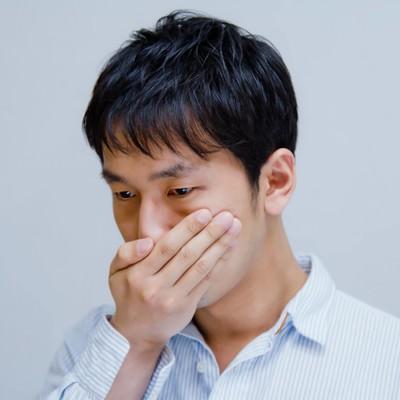 「えっ!?口臭が気になる男性」の写真素材