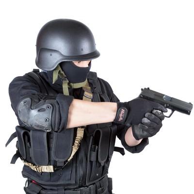 「拳銃を構える特殊部隊」の写真素材