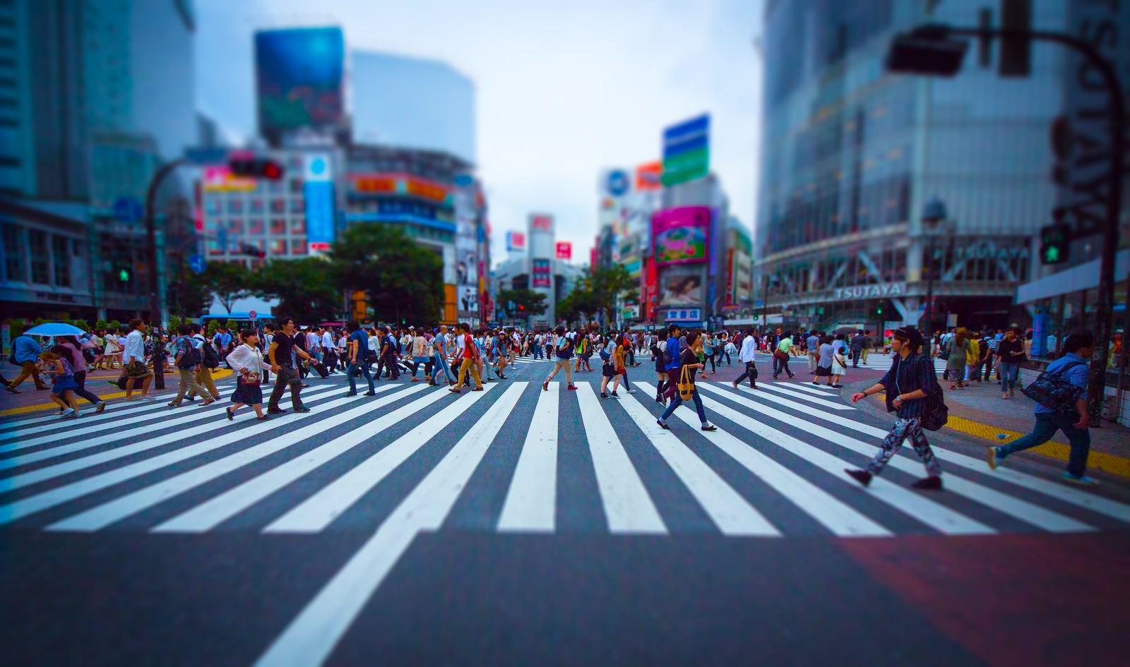 「渋谷のスクランブル交差点(チルトシフト) | 写真の無料素材・フリー素材 - ぱくたそ」の写真