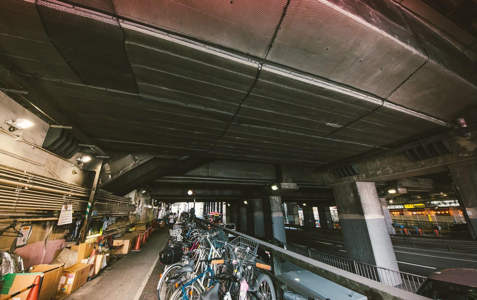 「渋谷、玉川通りガード下」の写真