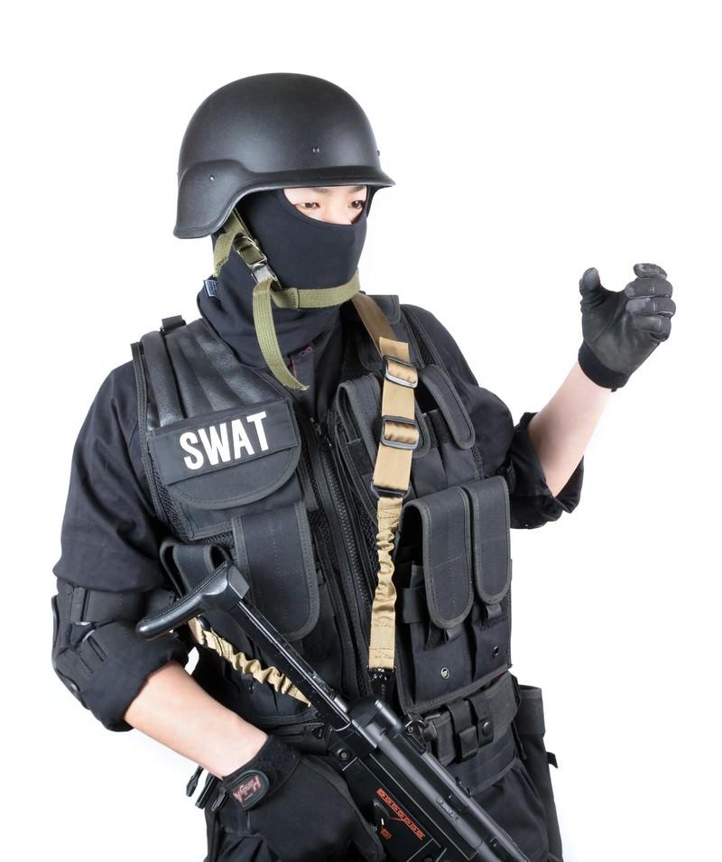 「ショットガン(Shotgun)のハンドサイン」の写真