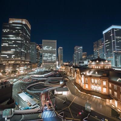 「東京駅と丸の内の夜景」の写真素材