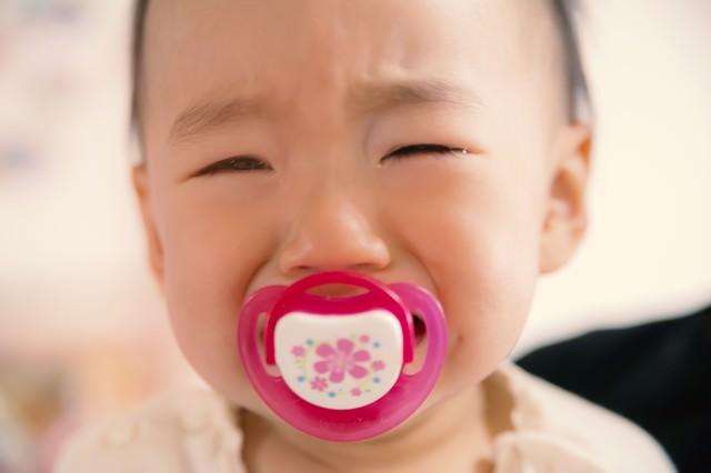 「びえーん・・・」っと泣く赤ちゃん