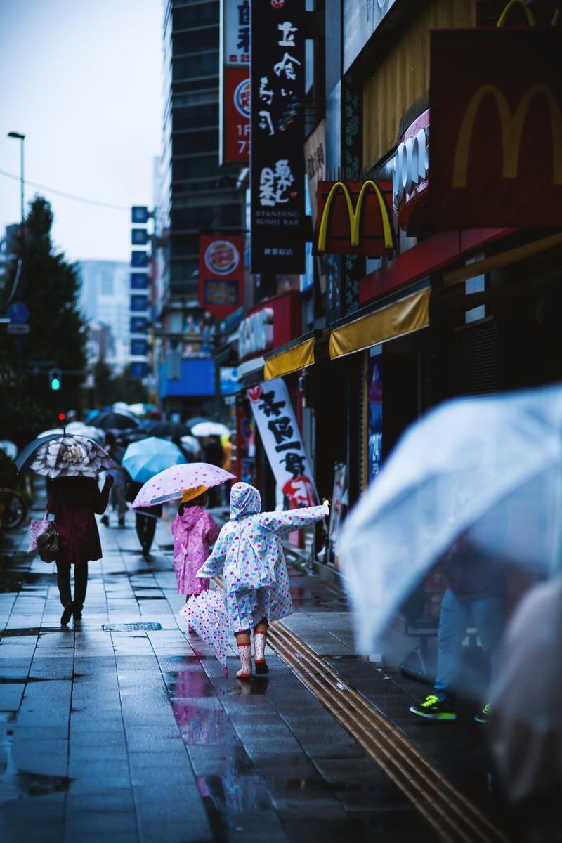 「雨も傘もカッパも好き」の写真