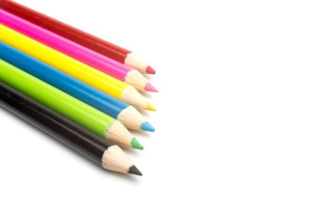 鮮やかな色鉛筆の写真