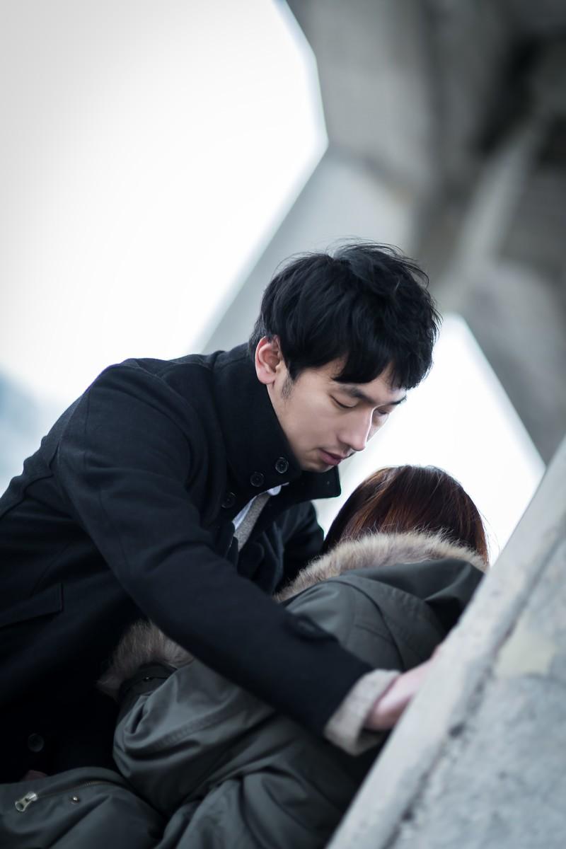 「「僕が暖めてあげる」彼はささやき私の唇を奪った」の写真[モデル:大川竜弥]