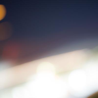 横切る光(ブレ)の写真