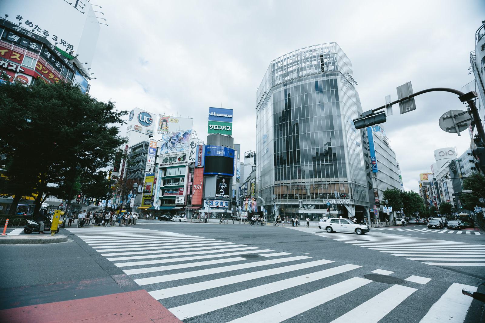 「渋谷スクランブル交差点渋谷スクランブル交差点」のフリー写真素材を拡大