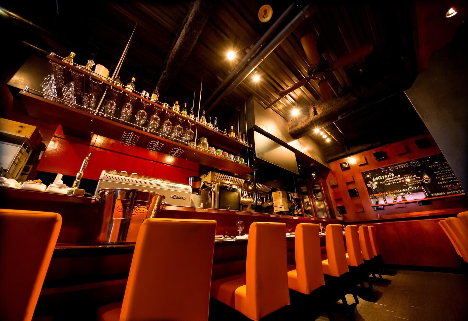 「フレンチレストラン「ビストロQ」の店内フレンチレストラン「ビストロQ」の店内」のフリー写真素材を拡大