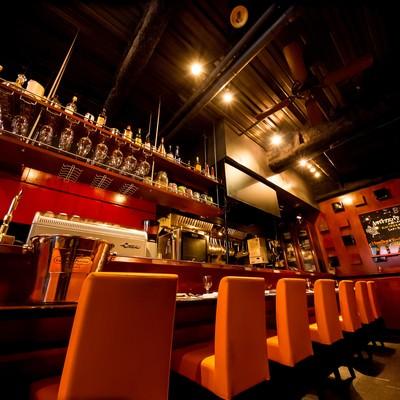 「フレンチレストラン「ビストロQ」の店内」の写真素材