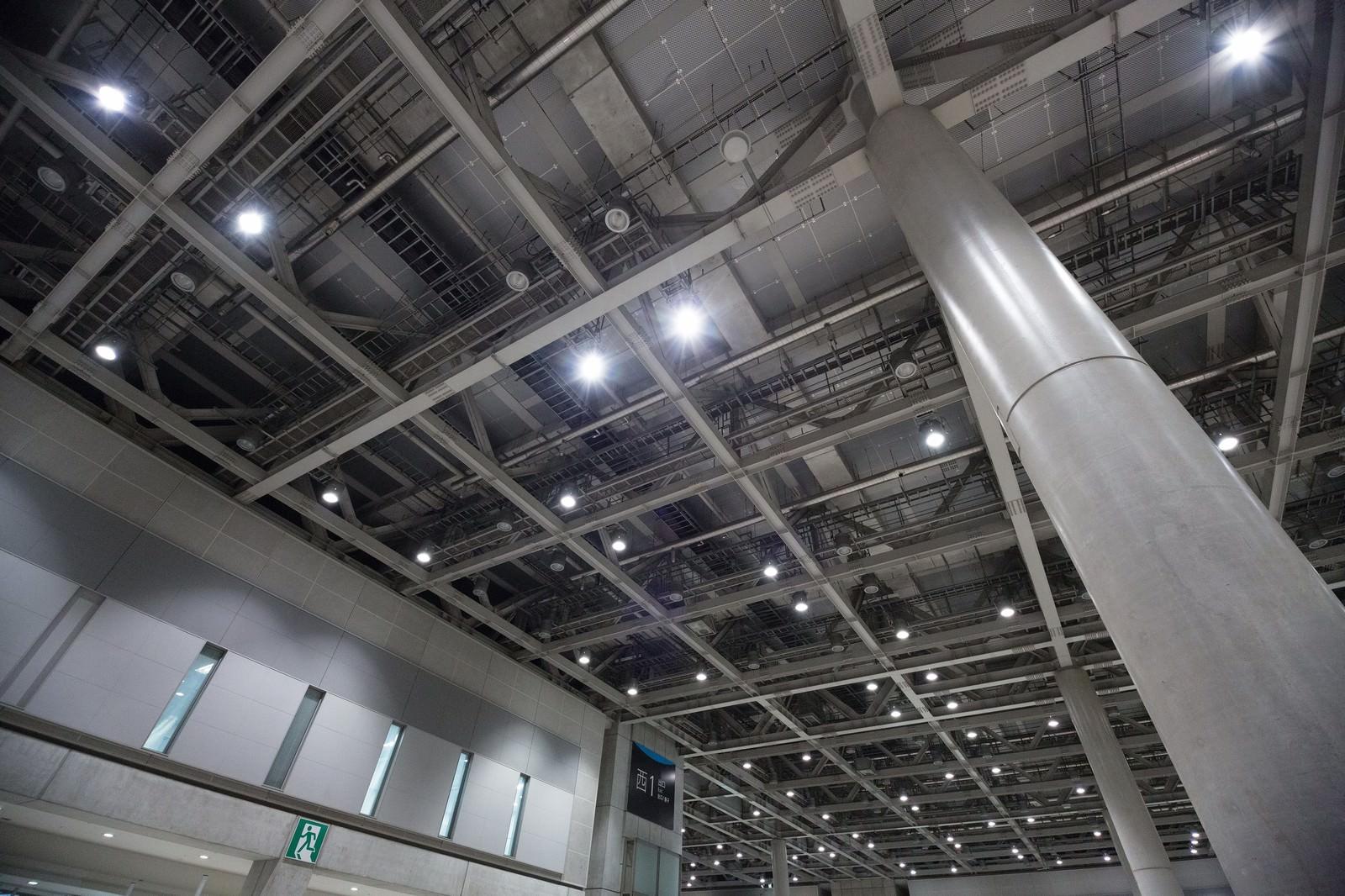 「東京ビックサイト室内天井」の写真