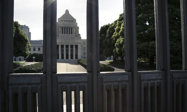 閉門と国会議事堂の写真