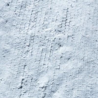 「雪のタイヤ痕」の写真素材