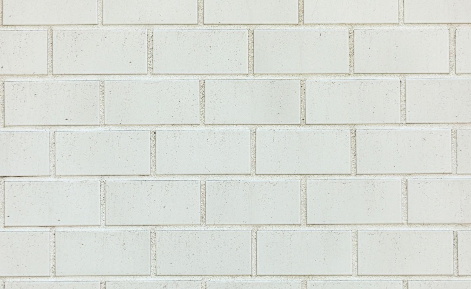 「レンガ風の白いタイル」の写真