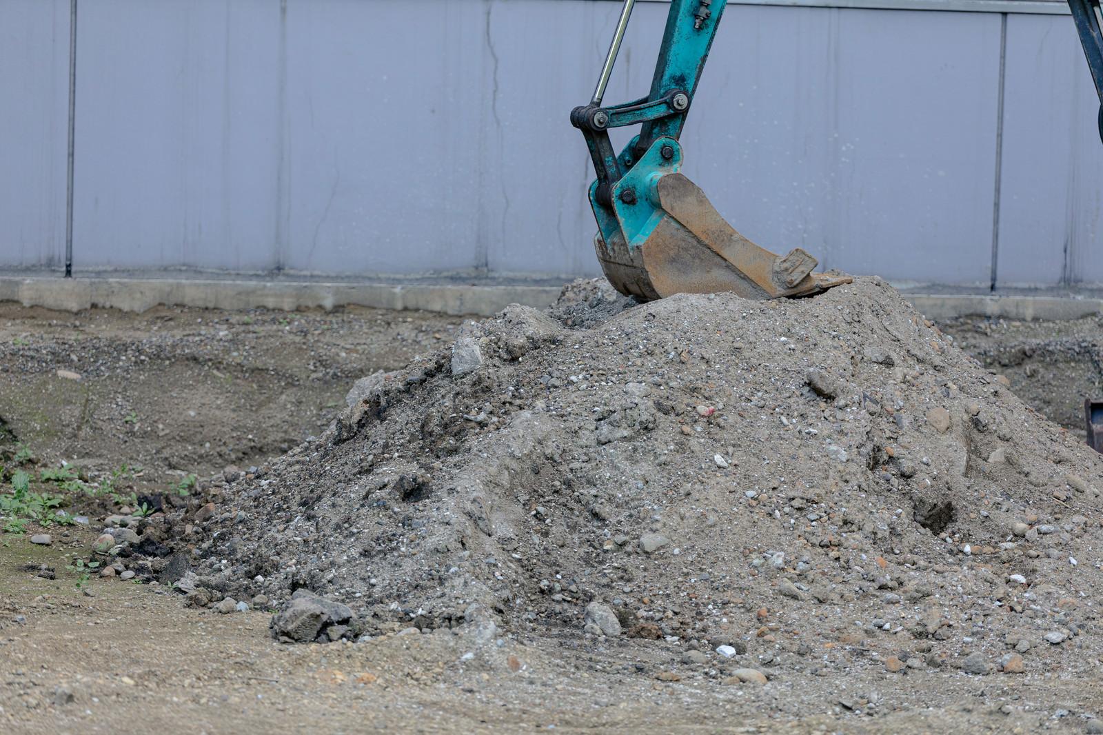 「工事現場でシャベルカー」の写真