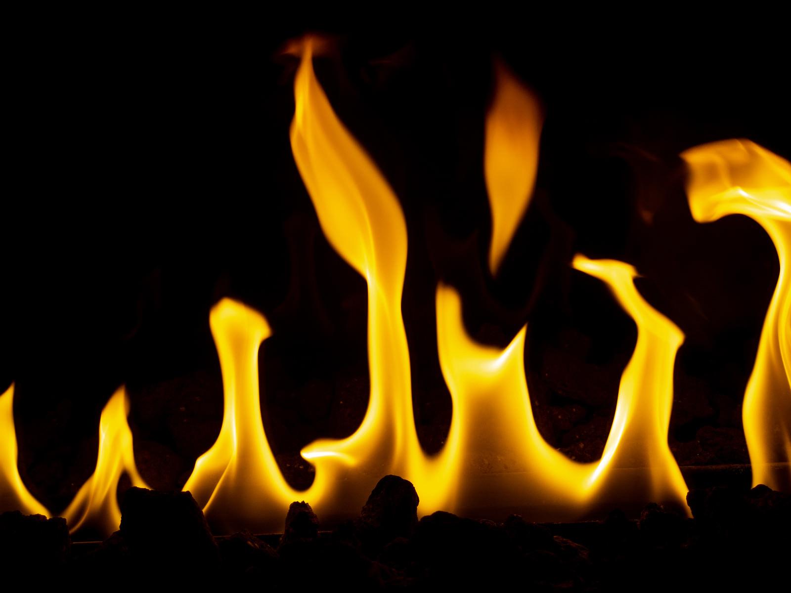 「火がメラメラ」の写真