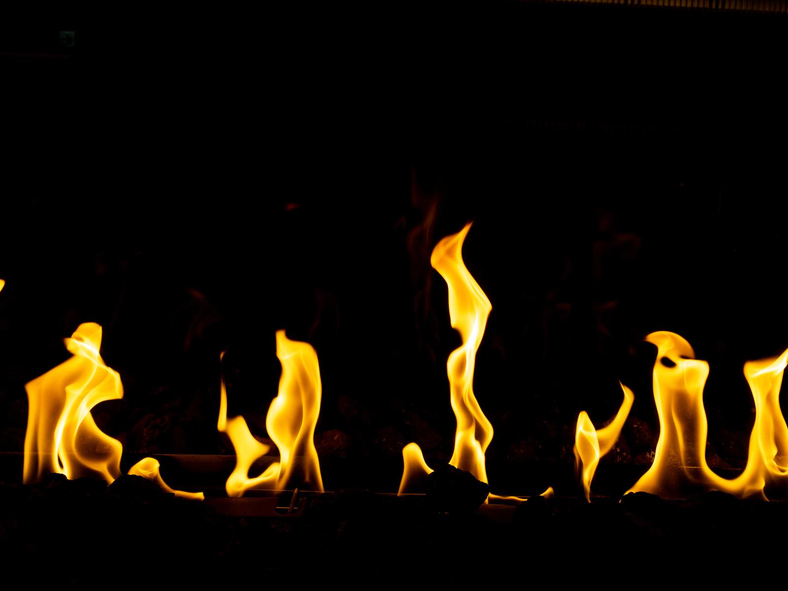 「暖炉の中の炎」の写真