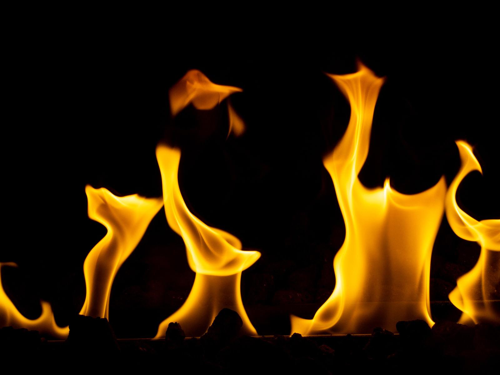 「ゆらゆら燃える炎」の写真