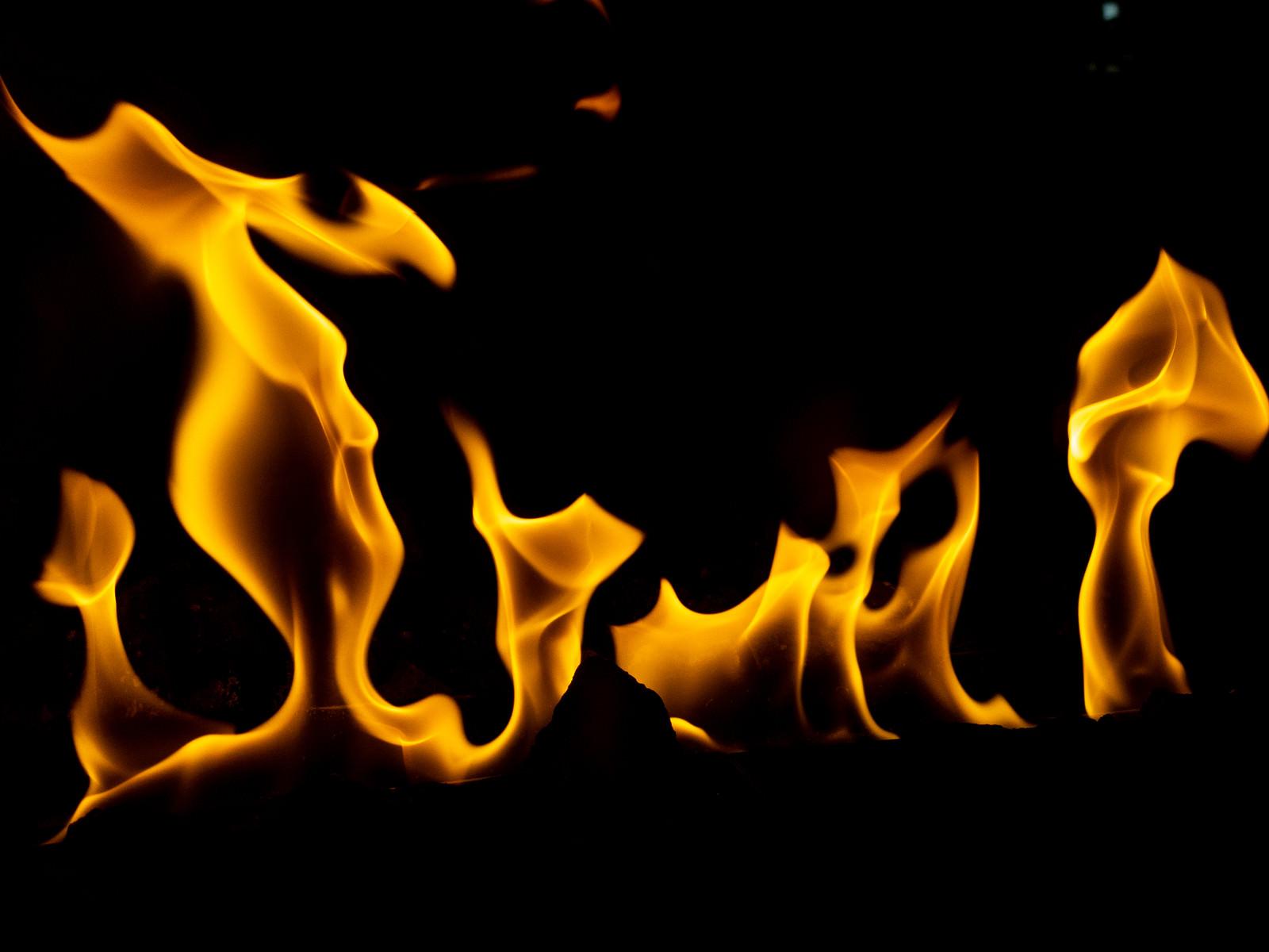 「ストーブの火」の写真