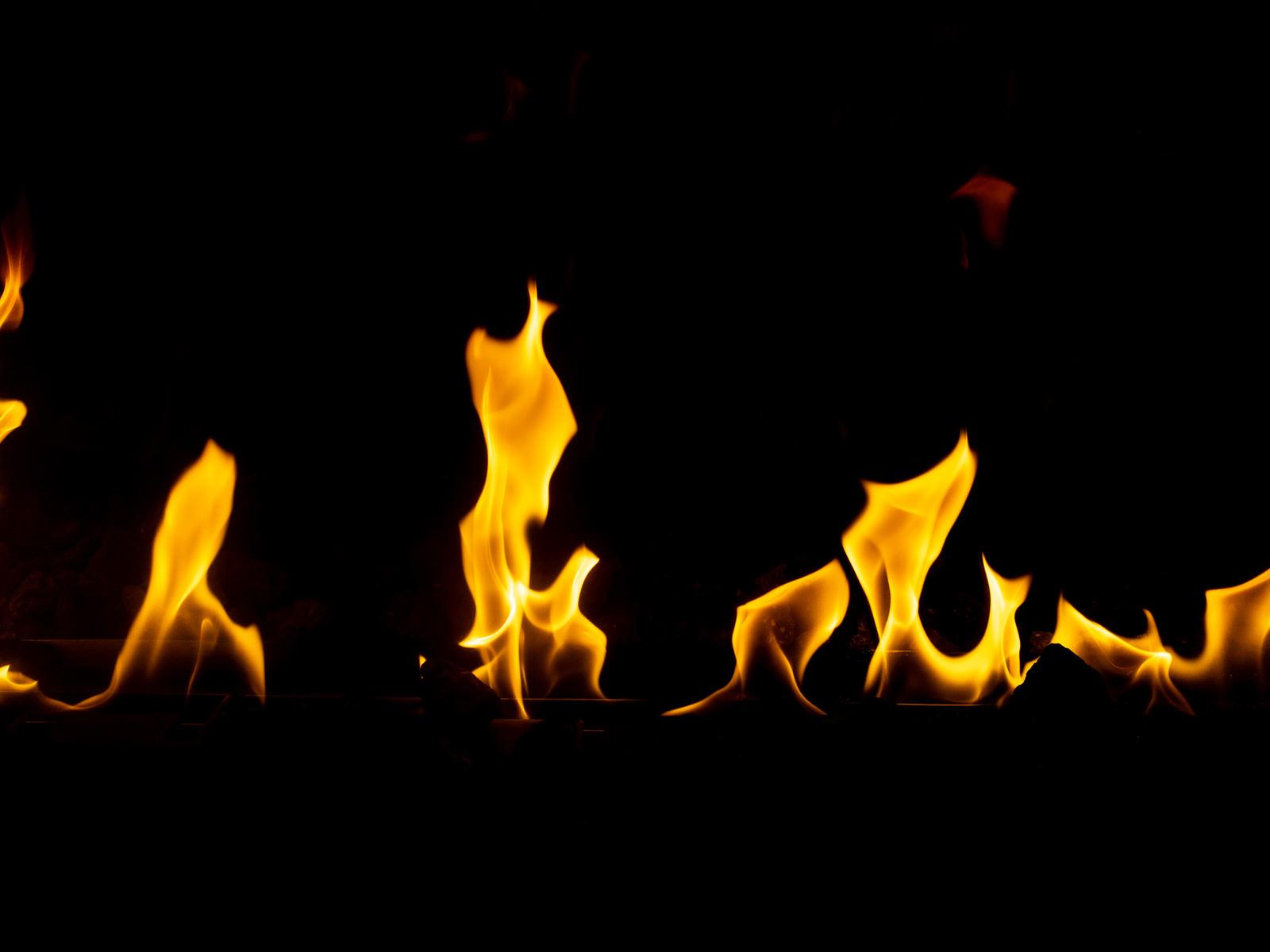 「めらめらと炎が上がる」の写真