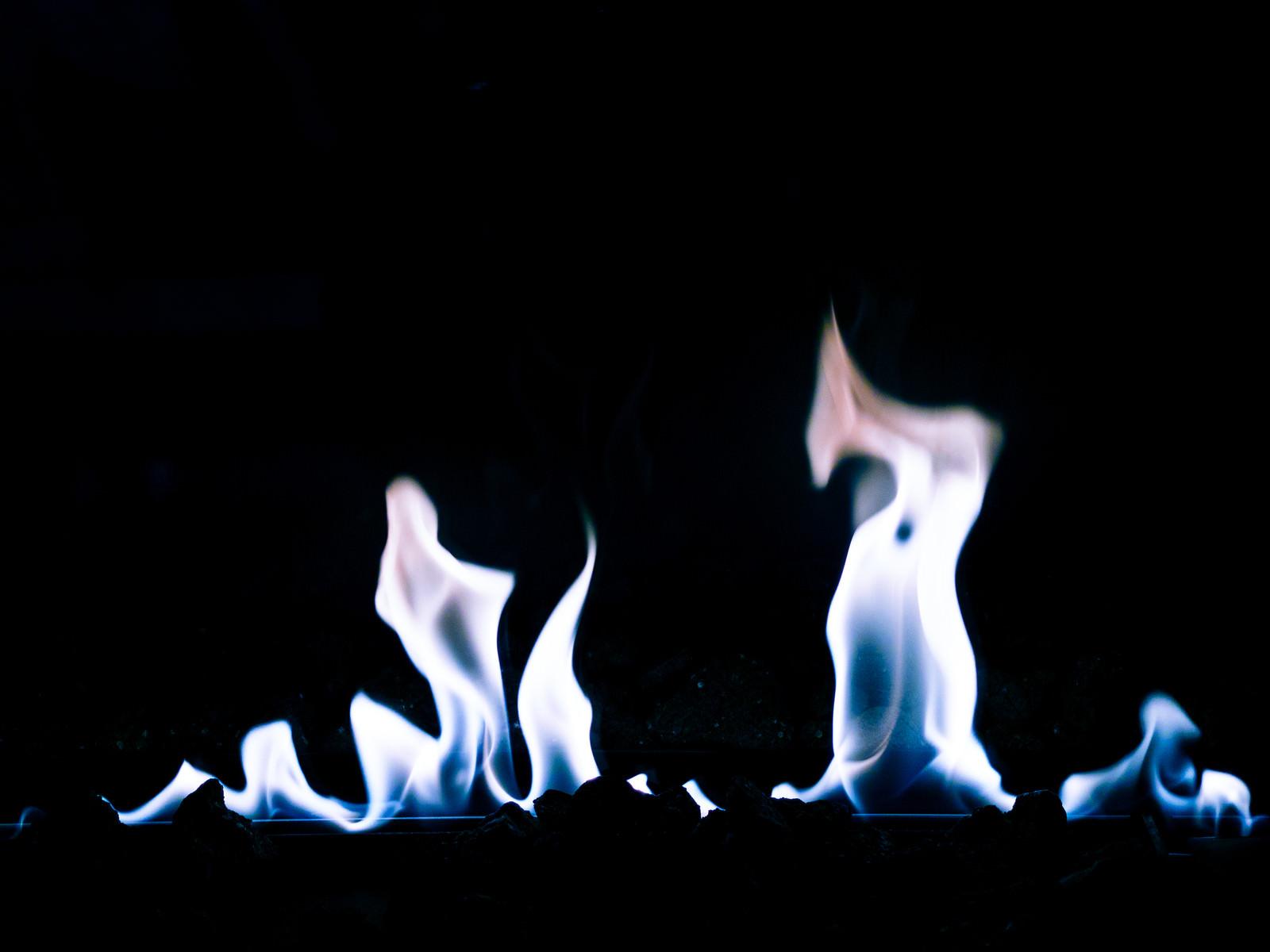 「青白い炎がメラメラ」の写真
