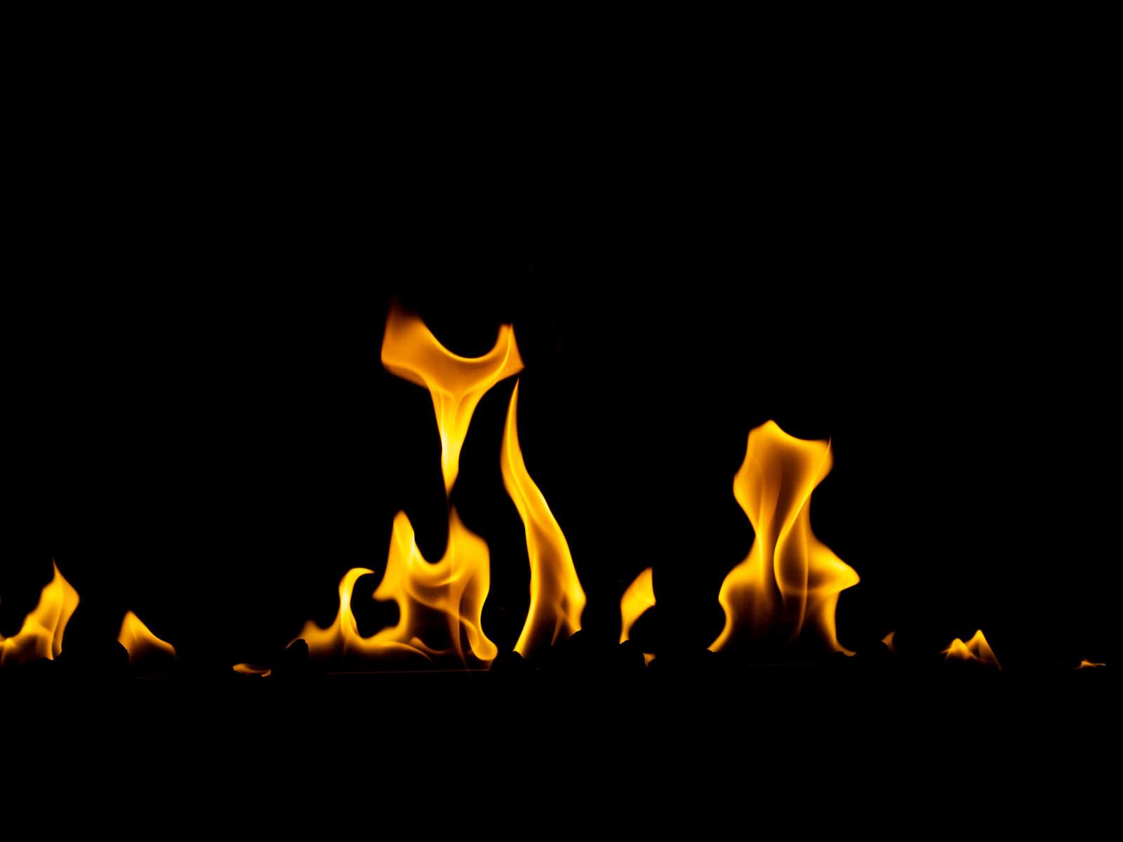 「炎を点火」の写真