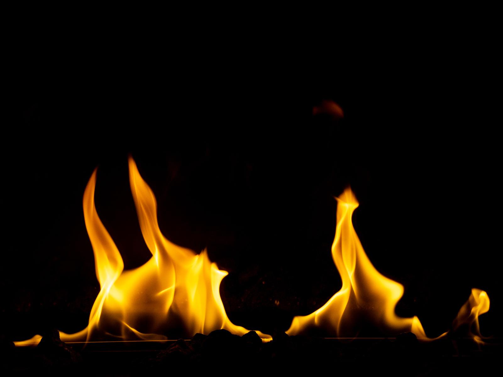 「燃え広がる炎 」の写真
