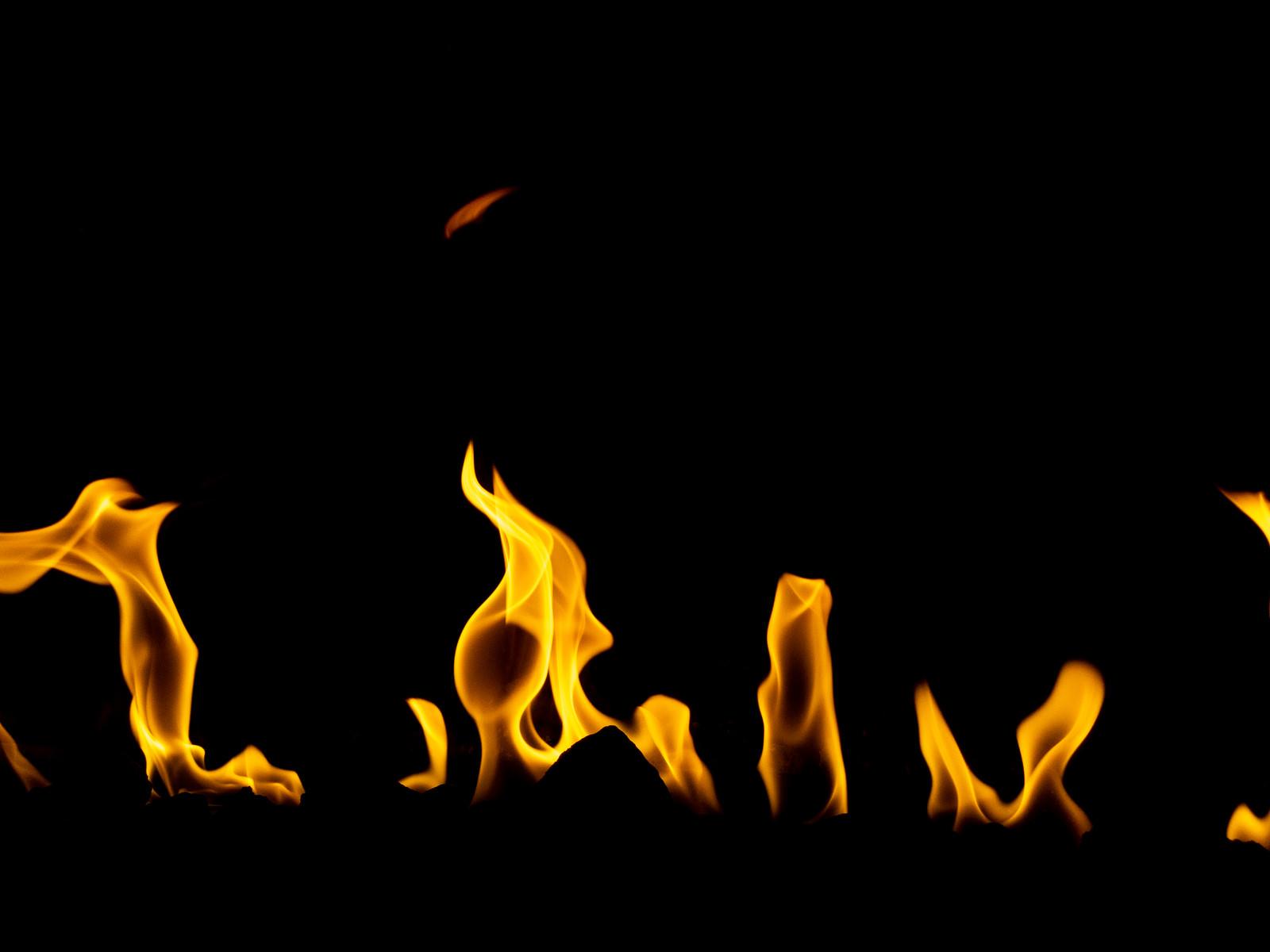 「横に燃え広がる」の写真