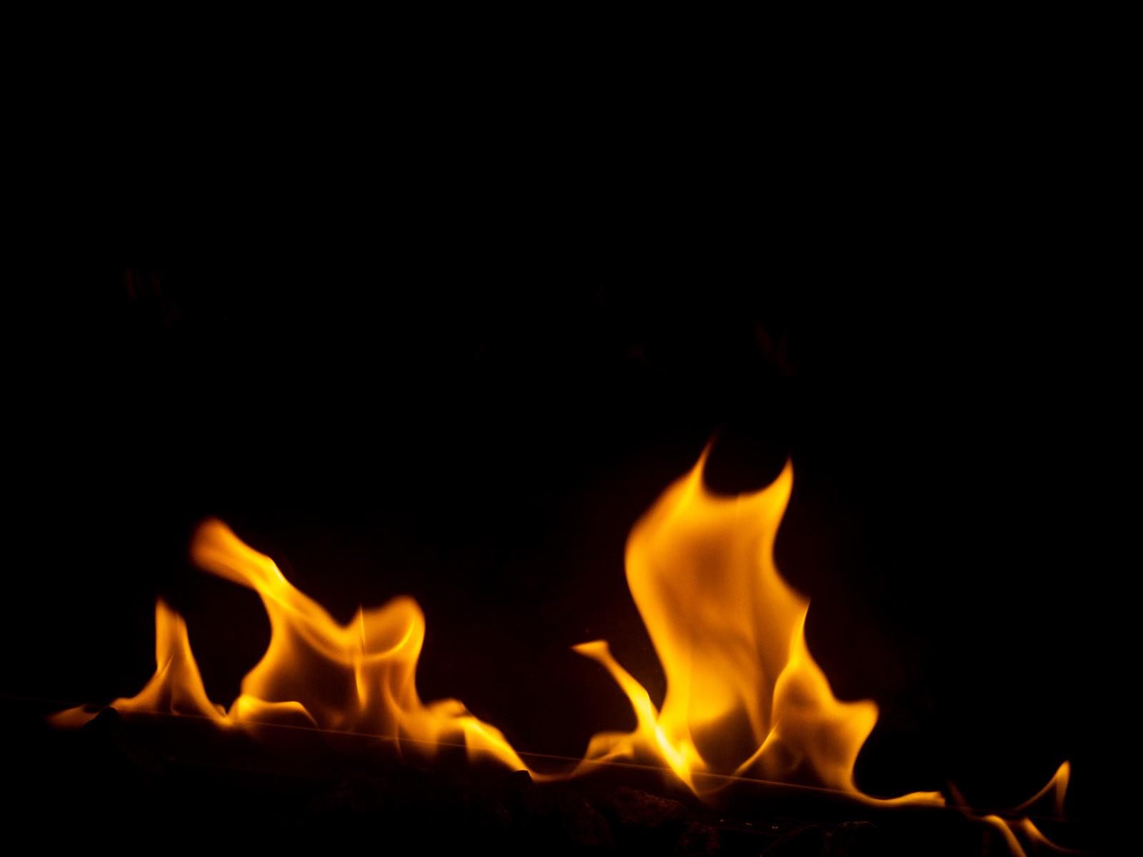 「消えそうな火」の写真