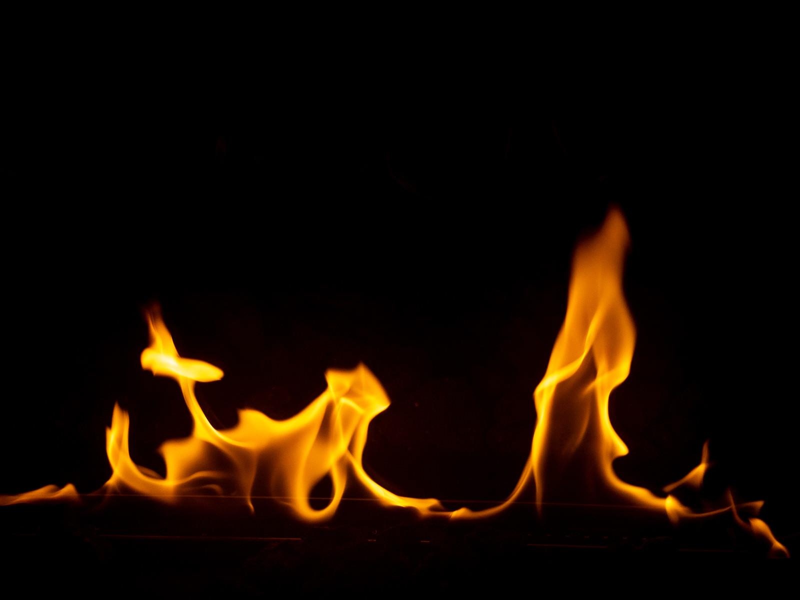 「揺らめく炎」の写真