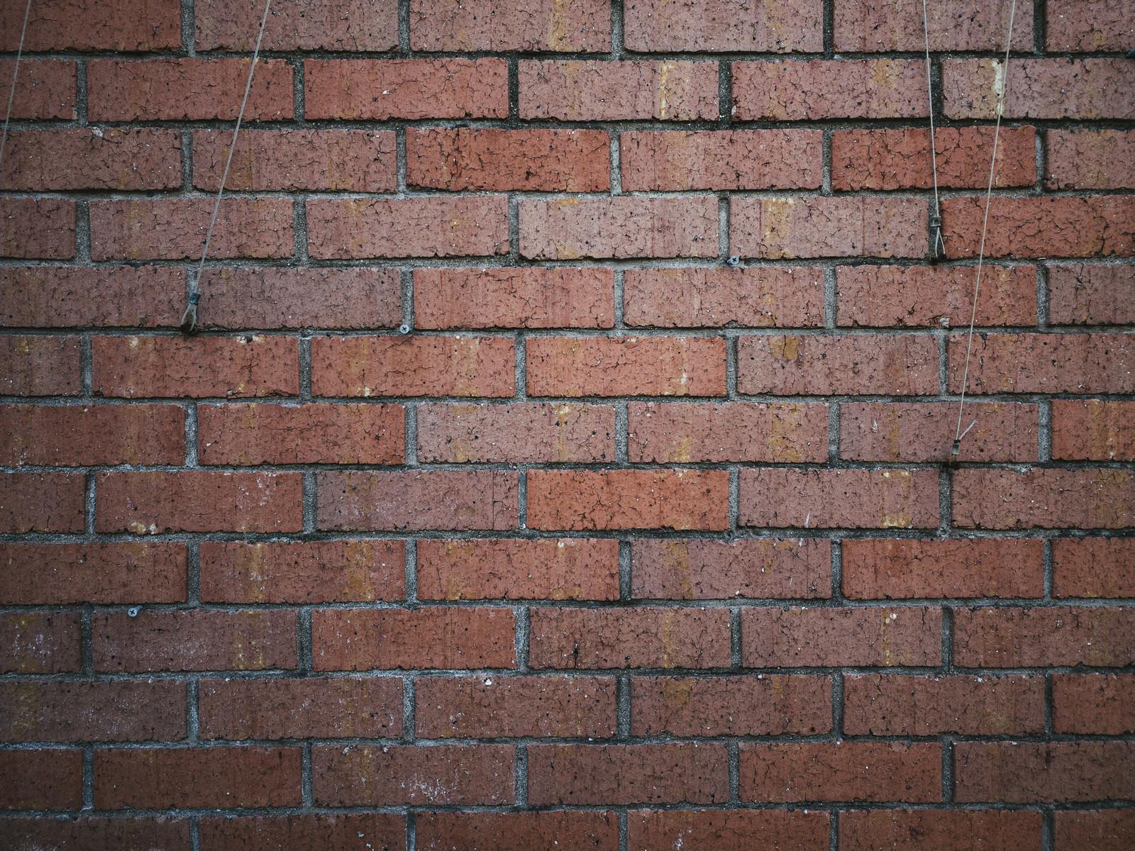 「赤茶色のレンガの壁(テクスチャ)」の写真
