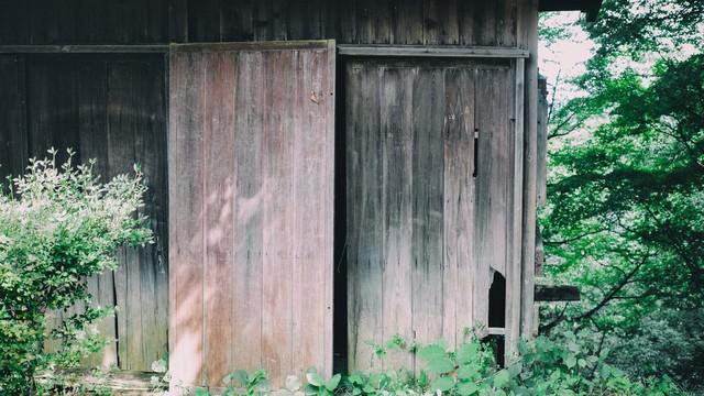 「荒廃した無人の住宅」のフリー写真素材