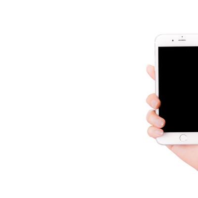 「スマートフォンを持った手と画面」の写真素材