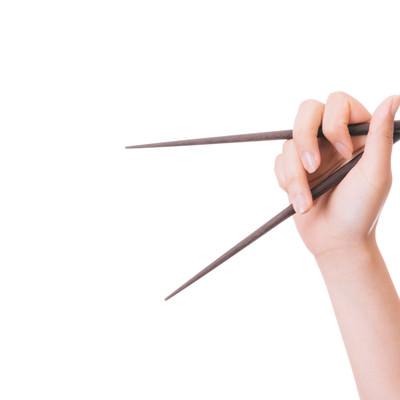 「箸の持ち方が悪い」の写真素材
