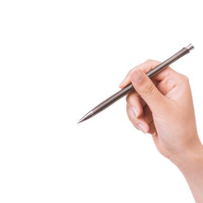 「ペンを握る手の要す」の写真素材