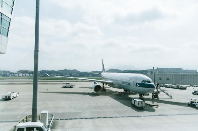 空港と旅客機の写真