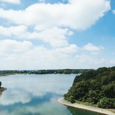 天気のよい多摩湖の写真