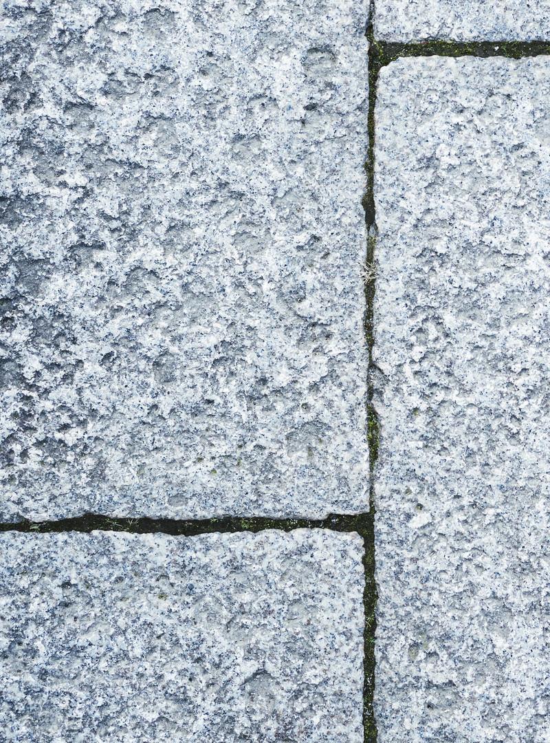 「切り出されたい石の道」の写真