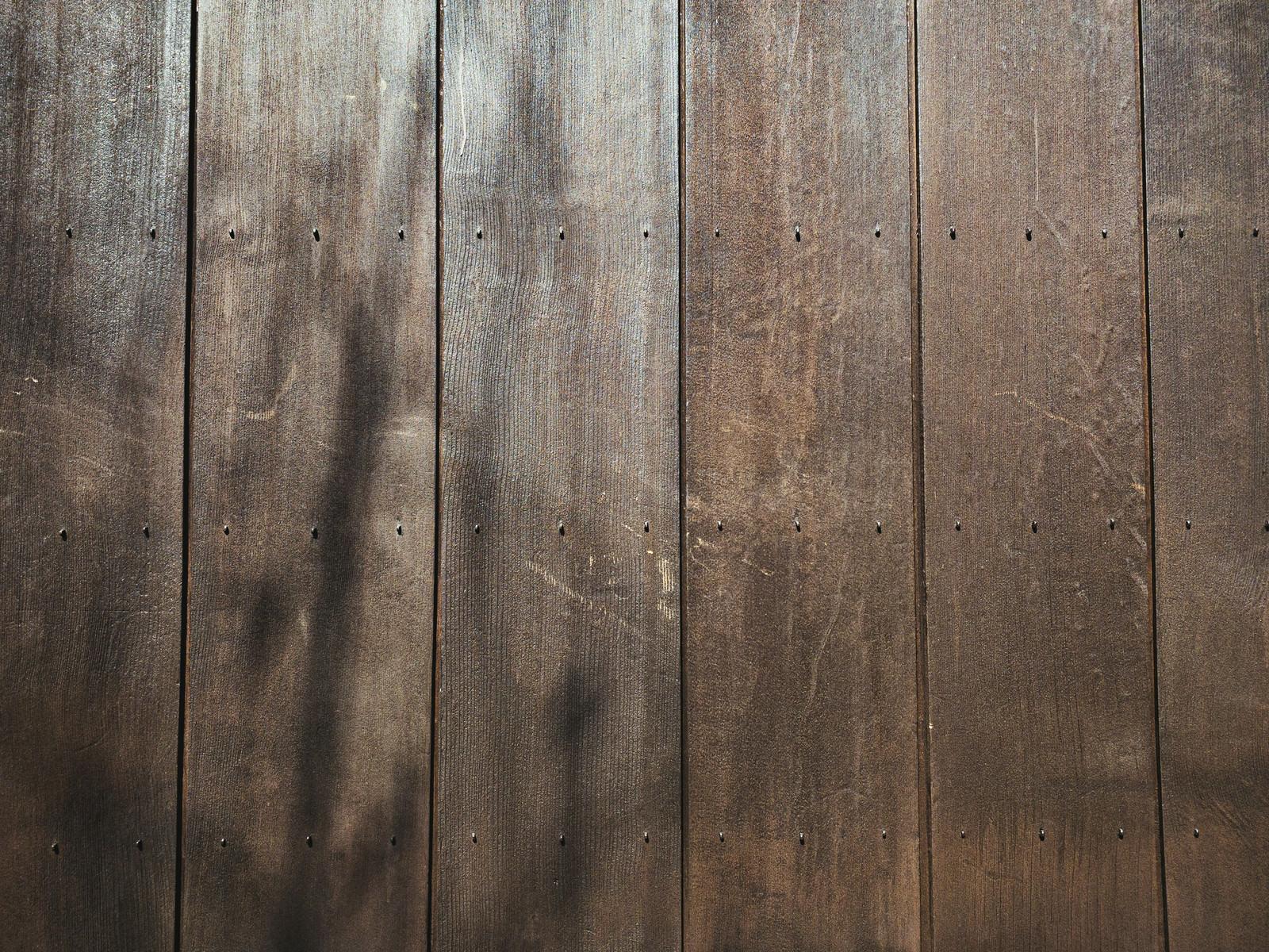 「板壁に映る影(テクスチャ)」の写真