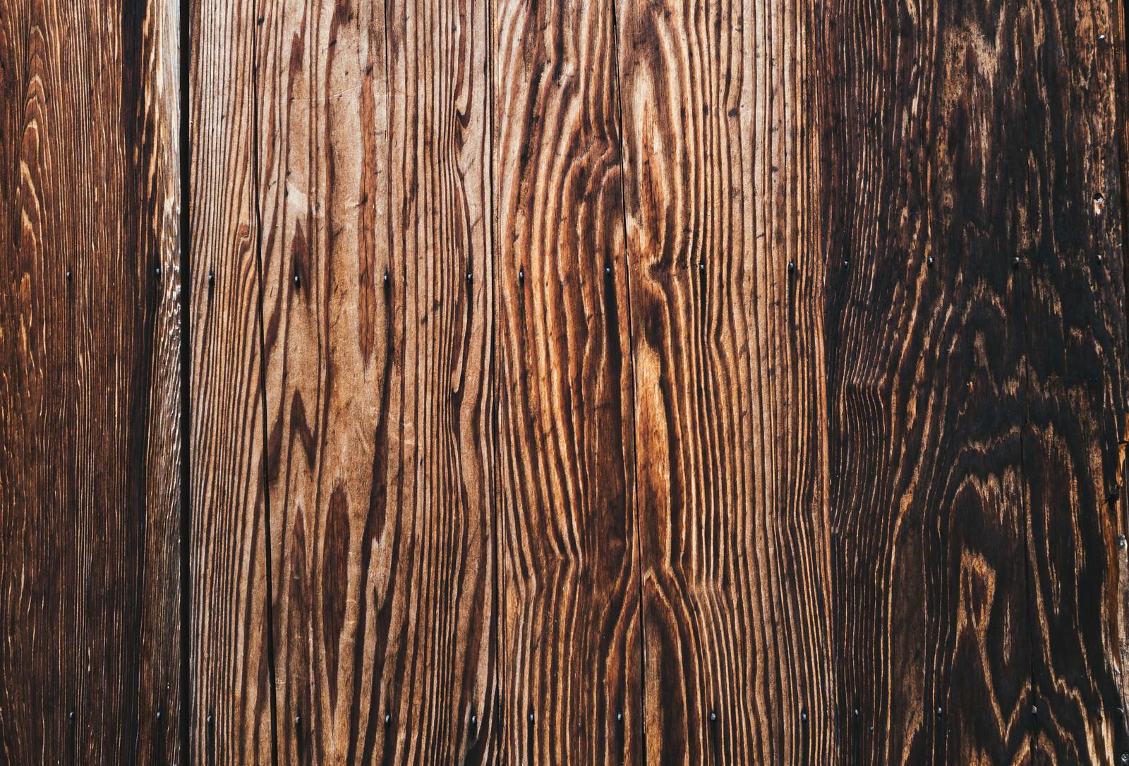 「木目のある板壁の継ぎ目(テクスチャ)」の写真