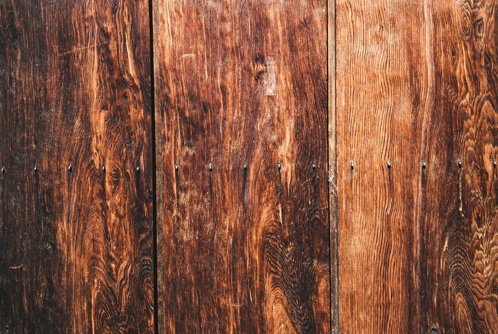 「色褪せた木目の板(テクスチャ)」の写真